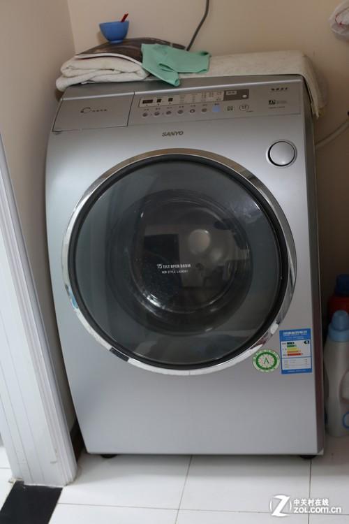 我的同事家中购买的三洋斜桶洗衣机