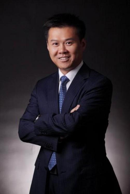 陈旭东,联想集团高级副总裁,中国区总裁,负责联想集团在中国大陆地区的整体业务。在IT产品的市场销售、商务运作、质量管理、渠道管理等方面拥有丰富的行业经验,并具有国际化视野。 陈旭东于1993年加入联想,历任大区销售经理、西北区总经理、商用市场部助理总经理、销售商务部总经理、质量管理部总经理、助理总裁。2003年至2006年期间,他担任联想集团助理总裁兼渠道销售部总经理;2005年4月起担任联想集团副总裁,2006年负责联想集团亚太区渠道销售及消费业务;2008年12月至2009年12月,他先后负责联想集团