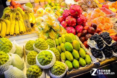 数码相机 正文  除了丰富的小吃之外,台湾的水果也是不可错过的.