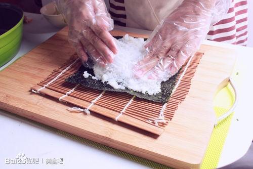 用竹帘卷寿司步骤图片
