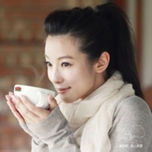 气质美女赖雅妍甜美头像