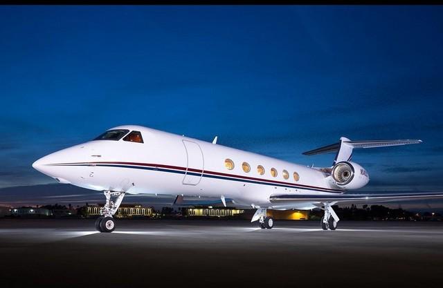 厌倦了飞机头等舱和公司专机的施密特曾斥资2000万美元购买了美国湾流(Gulfstream)公司的Gulfstream V私人客机,而湾流是目前世界上生产豪华、大型公务机的最知名厂商之一。