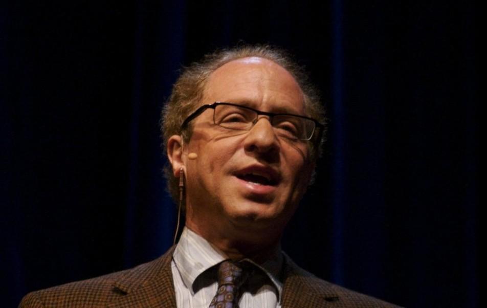 8. 著名未来学家、谷歌工程总监雷蒙德·库兹威尔(Raymond Kurzweil)曾在其1999年出版的书籍《灵魂机器时代》(The Age of Spiritual Machines) 中,对2009年的科技发展进行了诸多预测。