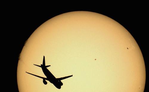 飞向月球与太阳的航班 摄影师视觉创意
