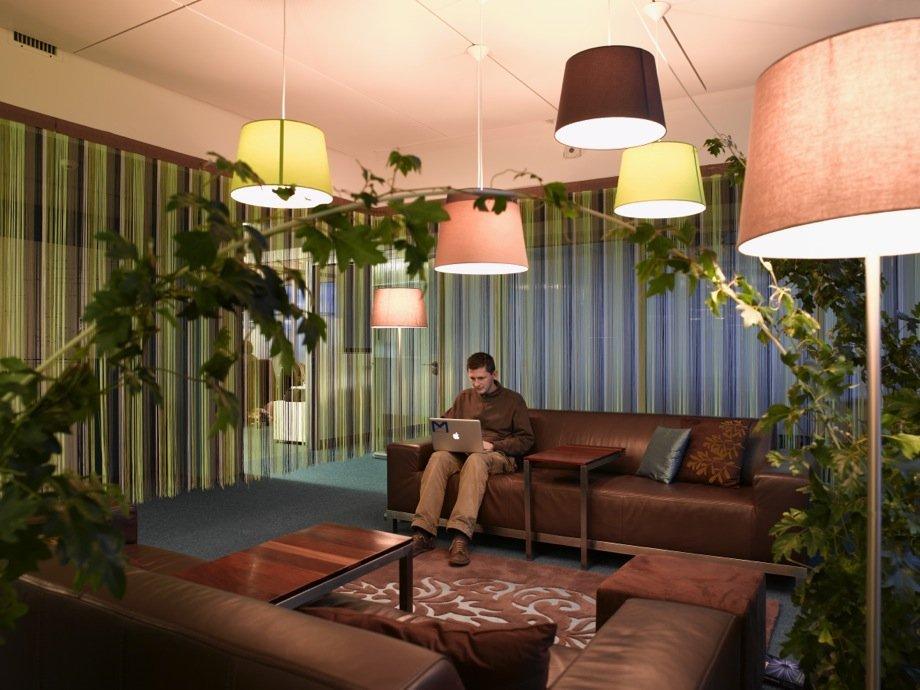 体验谷歌工程中心:超现实主义办公环境