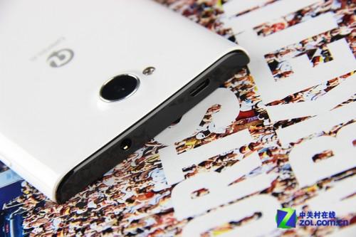 耳机插孔、数据线插孔-纤薄时尚带感的机身 大可乐 大可乐3 3GB RAM图片
