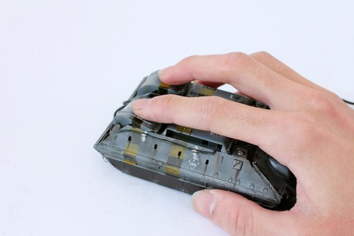 图中坦克模样的东西则是鼠标。