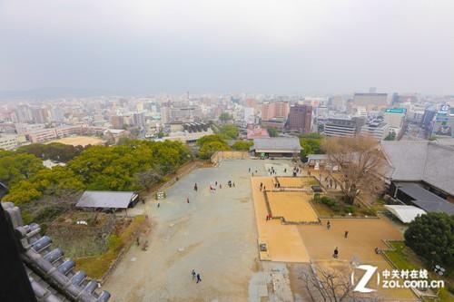 位于日本九州岛交通要道的熊本市,就拥有了三大名城之一的熊本城.