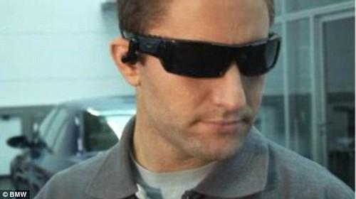 变身工程师 BMW增强现实眼镜教你修汽车