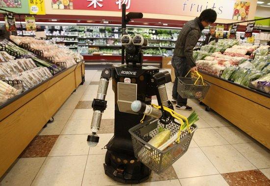 4. 机器人保姆  机器人有望在未来成为保姆,实现幼儿监护、照顾老人