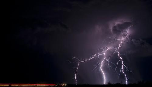 敬畏自然 用镜头记录雷电的壮美瞬间
