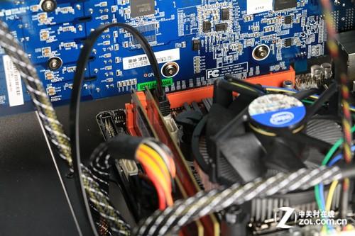显卡硬盘安装:电源处于底层走线方便