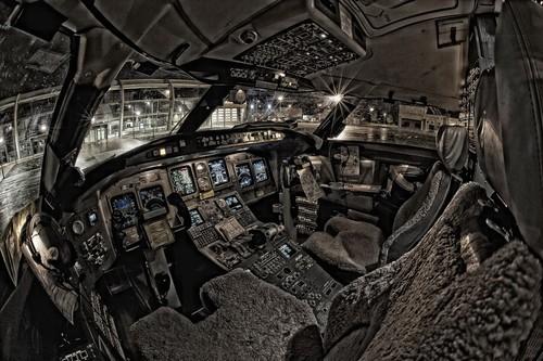 探秘大型客机的驾驶舱