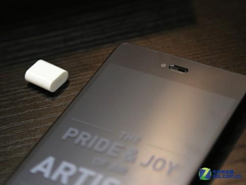 手机 锤子/屏幕顶部锤子手机Smartisan T1将光线距离感应器巧妙的融入到了...