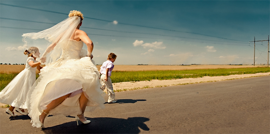 /slide/487/4872787_1.html dcdv.zol.com.cn true 中关村在线 http://dcdv.zol.com.cn/487/4872787.html report 242 婚姻是每个人生命中都要经过的重要环节。记录婚姻同等于记录人生中最幸福的一刻。不同表现方法和拍摄角度给人的视觉冲击力也是不一样的。我们此次在网络上精心搜集了一些国外知名婚礼摄影师的拍摄作品,希望对婚礼摄影感兴趣网友能从中学到一些拍摄技巧和理念。.