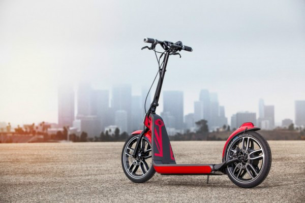 宝马展示可折叠自行车 速度可达25km h