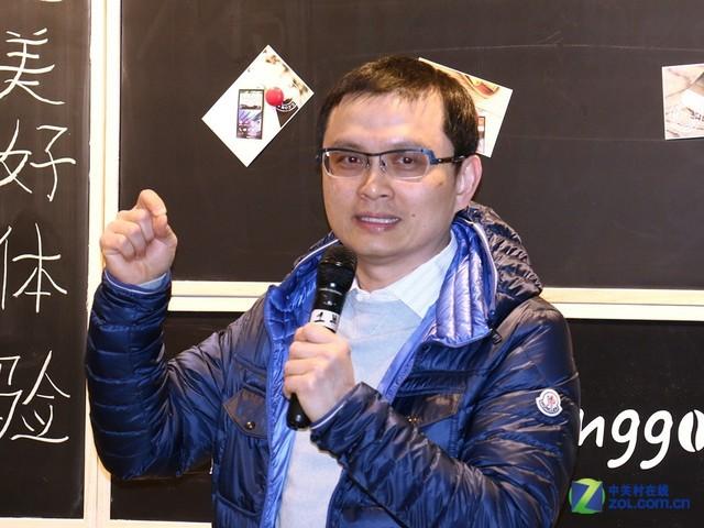 HTC全球营销副总裁兼首席财务官张嘉临先生出席本次体验会,为现场粉丝阐述HTC Desire 826的魅力所在,并公布了产品售价与上市日期。