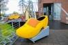 荷兰小孩堤防岸边的巨大鞋
