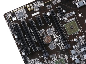 技嘉GA-990X-D3P rev.1.0显卡插槽
