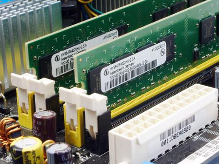 (双条内存安装在主板-英飞凌DDR2 800 512MB内存产品介绍图片