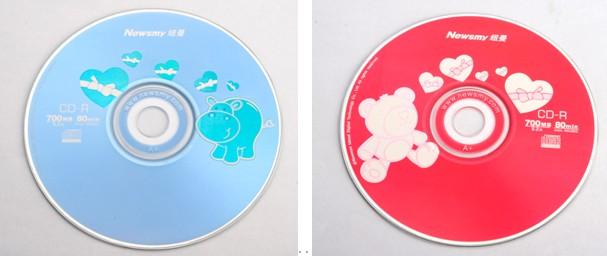 纽曼卡酷系列CD-R刻录盘片,丰富多彩的图案,能给您的生活增添乐趣,给你在平时常用的刻录盘上多了色彩和趣味。这款52X CD-R卡酷系列刻录盘同样保持了写入稳定可靠、优秀的兼容性、超强的环境适应力、保存时间长等几大特点于一身。无论是刻系统盘、制作音乐CD、存储数据,都可以用到它,在加上纽曼良好的售后服务,非常值得您的选择。 (关于纽曼蓝光盘更多信息请关注纽曼官方网http://www.
