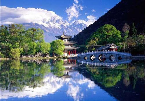 """它拥有著名的世界文化遗产""""丽江古城""""和玉龙雪山国家级风景名胜区"""