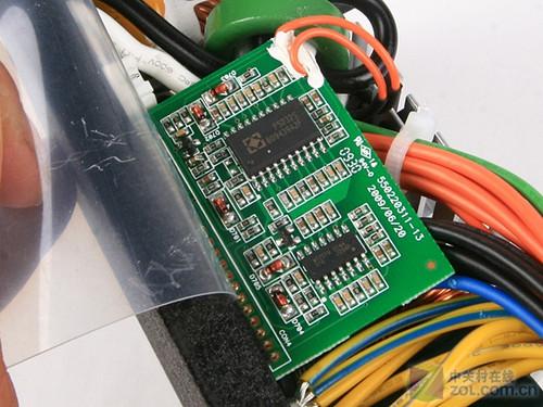 不过此时的低压直流电非常不稳定,必须经过低压滤波电路进行滤波后