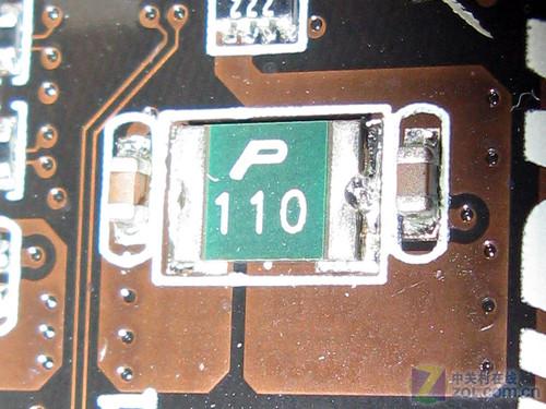 这款主板还拥有主板避雷针,esd静电保护ic,主板保险丝,安全防护电路以