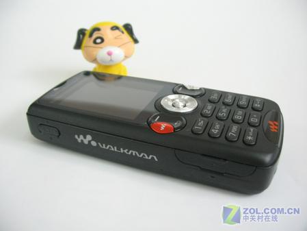 图为 索尼爱立信W810c手机