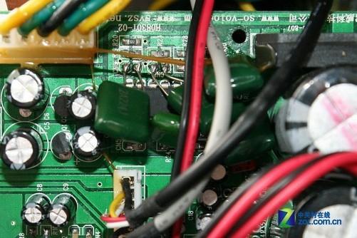 绝大部分音箱的前级都采用集成化的运放ic.