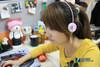 史上最炫无线耳机 美女玩转雷柏H3000