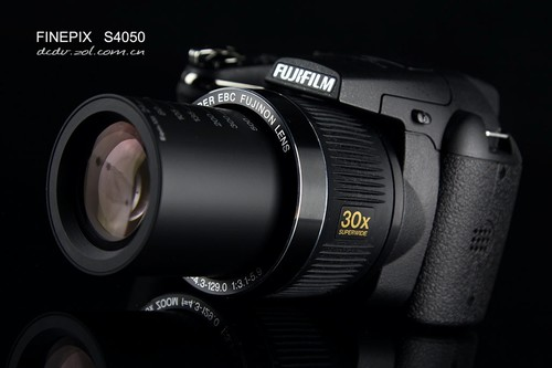 1400万像素、30倍光变 富士S4050外观赏