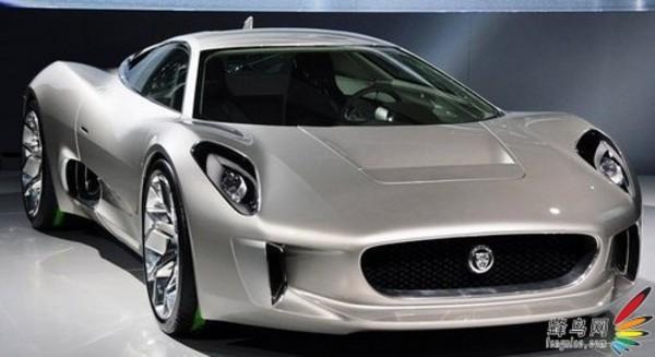 将内燃机的动力与电机完美结合,实现超级跑车非凡性能,二氧化碳排放量低于99克/公里。 汽油发动机尺寸更小,动力更强劲,搭配两部动力充沛的电动机和四轮驱动系统 0至100公里/小时 加速约为 3 秒 0至160公里/小时 加速约为 6 秒 最高时速超过 320公里/小时 全电动续航里程超过50公里 符合最初的概念车设计理念,具备轻质设计全碳纤维底盘 与威廉姆斯 F1赛车实现跨越式合作英国制造 直接采用顶级赛车运动技术 售价70万英镑起,具体价格将根据全球各地市场和税额的情况而定 这款顶级混合动力超级跑车将