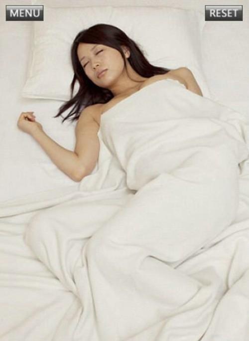摩托女郎和熟睡中的美女