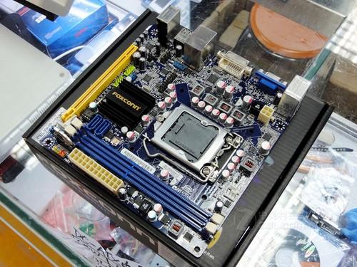 A8 3870K采用32纳米工艺制程,插槽类型为Socket FM1,原生内置四核心,四线程,处理器默认主频高达3.0GHz,处理器内置的独显核心在应付目前市面上主流的网络游戏和高清电影也能轻松胜任。此外,二级高速缓存,容量高达4MB,这样使得CPU在处理数据时提高了命中率,并且使软件加载时间大大缩短。  AMD A8-3870K(盒)   A55主板搭配APU组成的平台已经成为卖场装机主流的配置之一,A55主板的关注度也是随涨船高。技嘉推出一款A55芯片组的主流主板产品,型号为GA-A55-S3P主板。