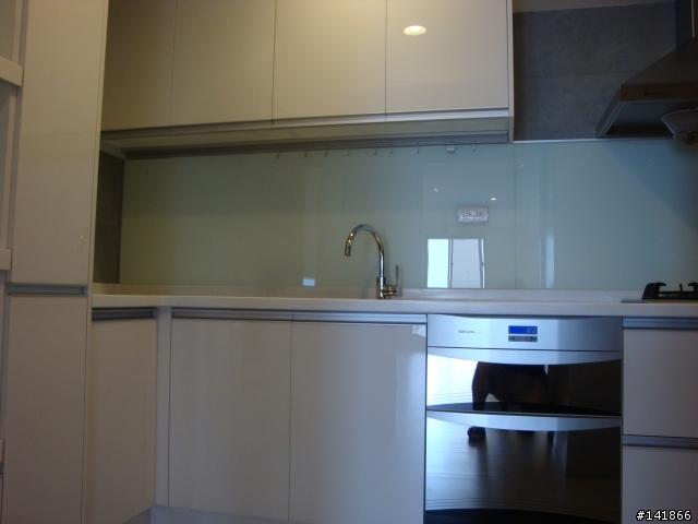 厨房,lp比较喜欢烤漆玻璃,好清洗图片