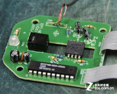 鼠标主电路板最后方为草帽慢闪二极管,为鼠标尾部的猛禽logo提供呼吸