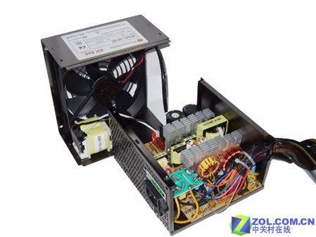 电源的pfc变压器安装在电源的另一半外壳上,这是很常规的设计方式.