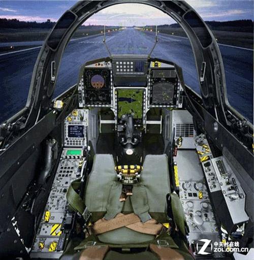 具有国际三级飞行模拟器标准水平,可逼真再现飞机性能,火控系统及仪表
