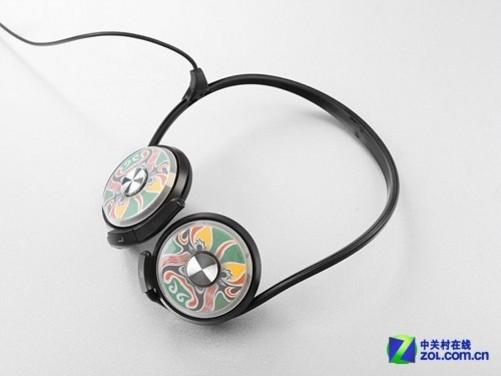 在适合随身使用的便携耳机中,可能音质比不了那些昂贵的HiFi耳机,但对于外出聆听来说,本身也就不是专门享受音乐的环境,一款音质表现过的去的耳机对应于大多数人们使用还是足够的。人们选择便携耳机其实更加注重的是其便利性、外观的时尚度、价格,最后可能才会去聆听音质。而在适合随身使用的诸多种类耳机中,究竟应该选择什么样的呢?相信每个人都拥有自己不同的选择。