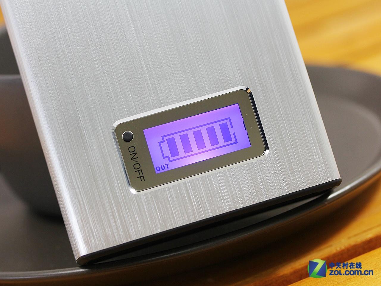 带背光液晶屏 品能pn-910移动电源赏析