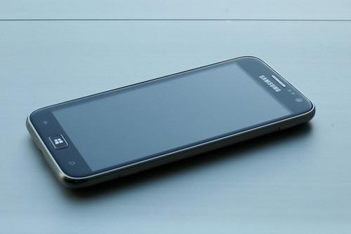 双核4.8寸 三星推出首款WP8手机ATIV S