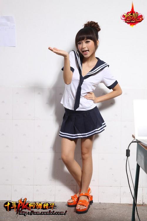 水手服+小性感!女玩家清纯写真