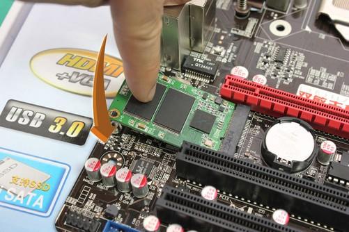 能将mini ssd固态硬盘直接安装并固定在主板上,且安装步骤简单,仅需将