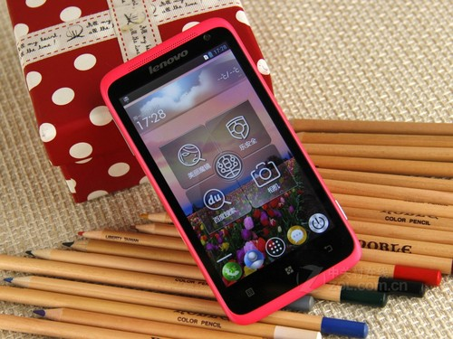 粉嫩女人机 联想乐Phone S720京东热销