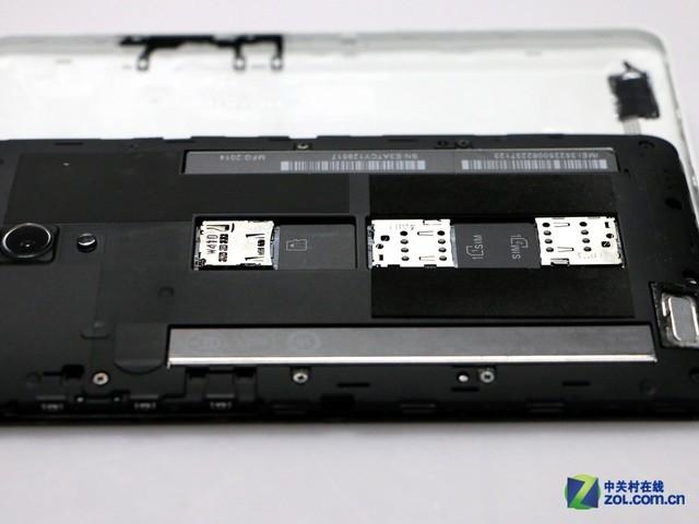 它的这种设计,相对于现在主流的顶针式卡槽来说,挺奇特,但实际上并不太方便用户换卡。